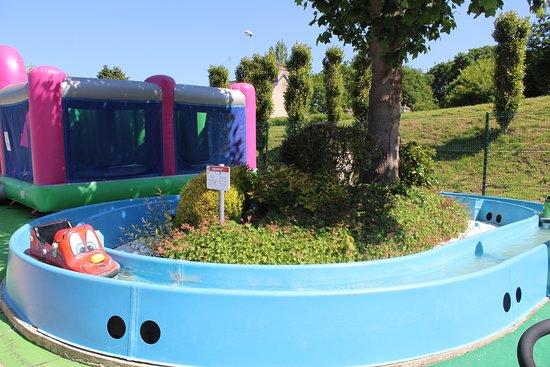 Begard, ฝรั่งเศส: Petits bateaux