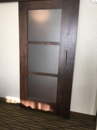 Miami Springs, FL: Glass bathroom barn door