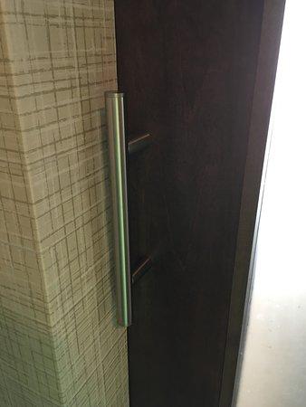 Miami Springs, FL: Handle of bathroom barn door closed against wall. Smash fingers.