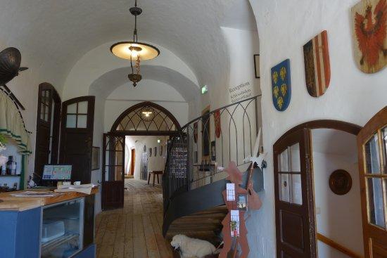 Kapfenstein, Austria: Der Gang im Schloss