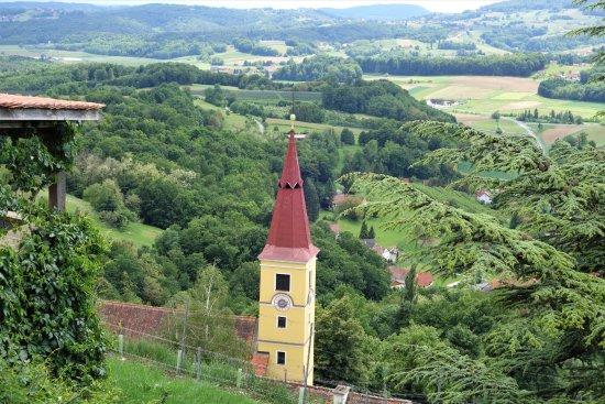 Kapfenstein, Austria: Blick vom Schloss über die Hügel des Vulkanlandes