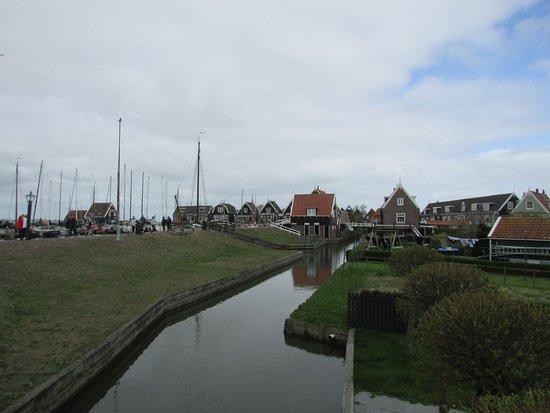 Marken, هولندا: toward the port