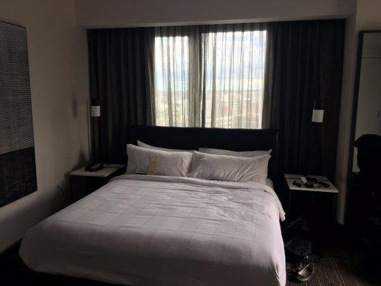 New York Marriott at the Brooklyn Bridge: Balcony Suite Bedroom