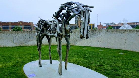 Pappajohn Sculpture Park: Driftwood horse sculpture