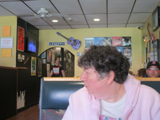 West Warwick, RI: That is me at Boneheads Wing Bar.