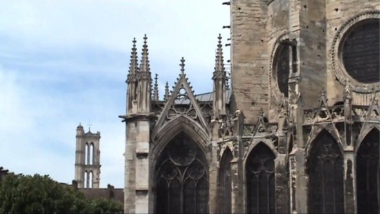 Mantes-la-Jolie, France: Tour vue de la collégiale