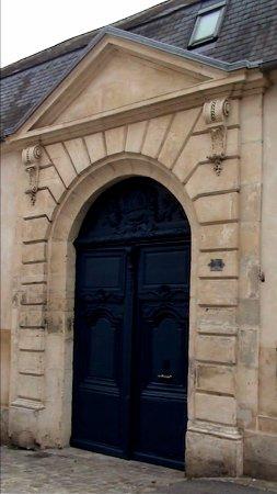 Mantes-la-Jolie, Fransa: Rue à côté