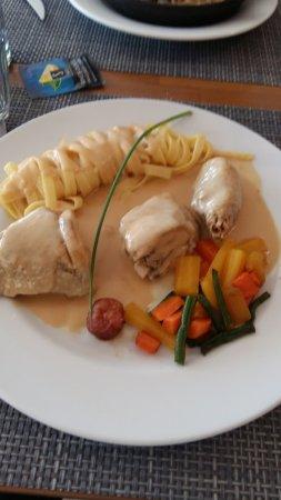Julienas, Francja: poulet a la crème