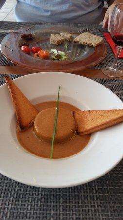 Julienas, ฝรั่งเศส: gateau de foie de volaille