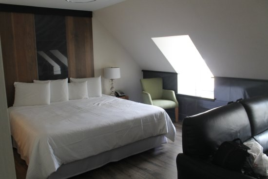Auberge du Tresor: The bed area of Suite 27
