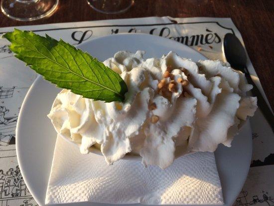 Regneville-sur-Mer, Francja: Restaurant Le Jules Gommès