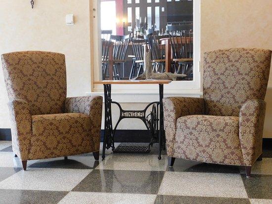 Marion, VA: lobby