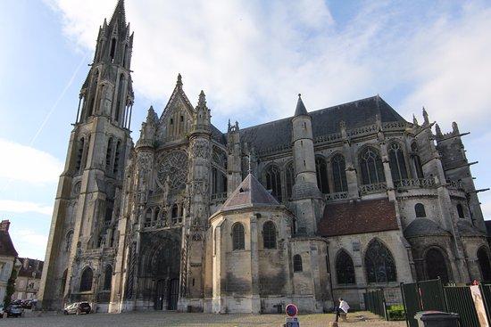 Senlis, Frankrijk: La cathedrale