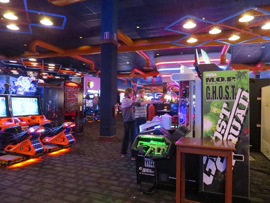 It's All Fun and Games for Dave and Buster's Entertainment The cast has the latest updates on wearables, music streaming, and a winning model for restaurants.