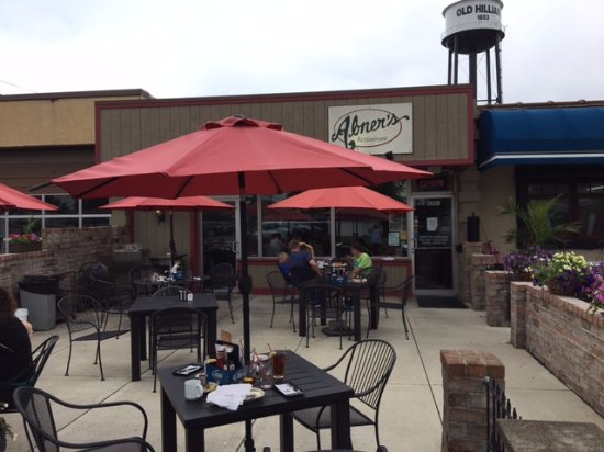 Hilliard, OH: front patio seating