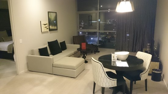 Fraser Suites Perth: Nice lounge & Dining Area
