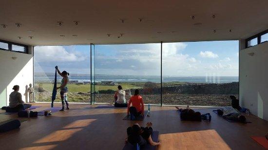 The Cliffs of Moher Retreat: Yoga studio