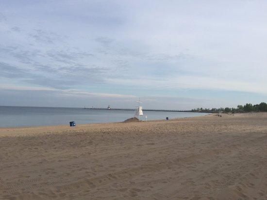 Saint Joseph, Мичиган: Beach and pier.