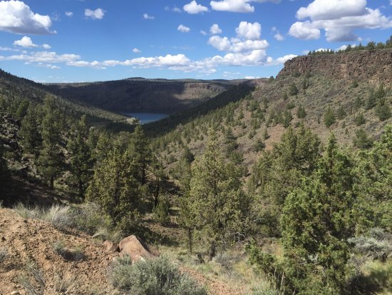Crooked River Scenic Drive: The reservoir from the road