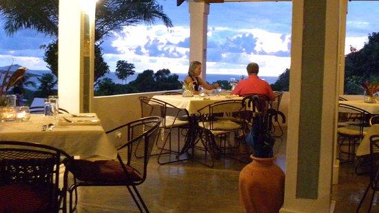 Ojochal, Kosta Rika: Green season sunset in the Lookout Cafe.