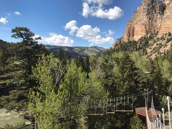 Gallatin Gateway, MT: Zip lining course with views
