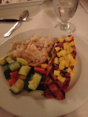 Pembroke Pines, FL: Salmon with mango chutney, mashed potatoes and vegetables