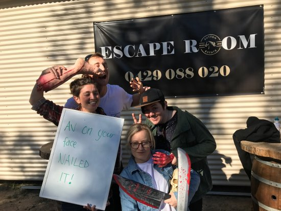 Pokolbin, Australia: Some of our awesome guests at the Wine Escape Room having fun!