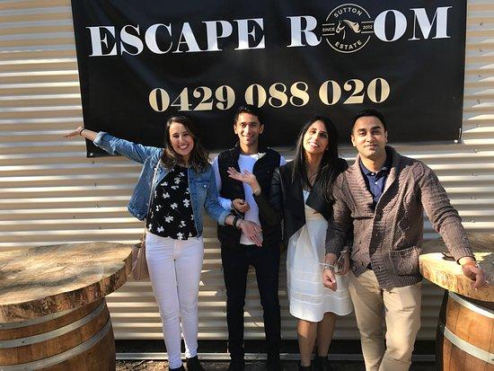 Ποκόλμπιν, Αυστραλία: Some of our awesome guests at the Wine Escape Room having fun!