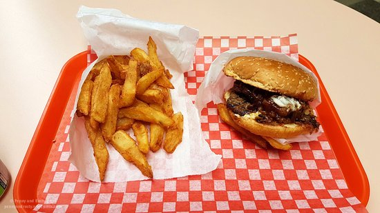 New Westminster, Canada: Double Spicy BBQ with fries