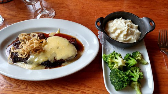 Buckley's in Merrimack- Blackened 12 oz prime rib with hollendaise , mashed and broccoli. Excell