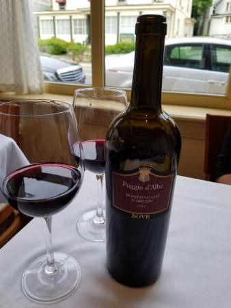 Roslyn, Νέα Υόρκη: Our wine choice of the evening...a 2013 Poggio d'Albe-Bove Montepulciano D'Abruzzo for $33