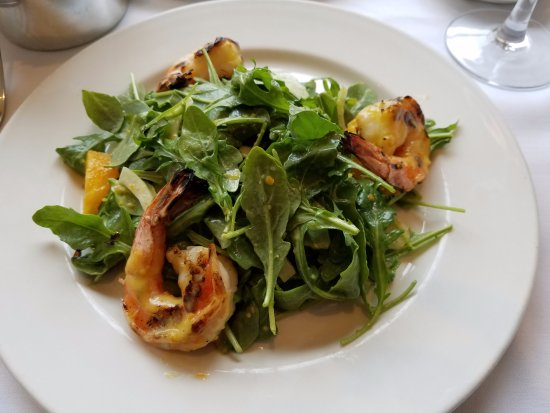 Roslyn, Νέα Υόρκη: Grilled Shimp with arugola salad, orange segments and a citrus vinagrette...delish