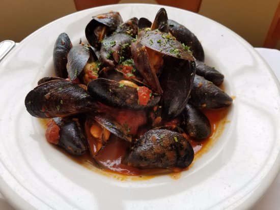 Roslyn, Νέα Υόρκη: Mussels anyone? Bet you you'll love it as much as we did! Good portion size too for an appetizer