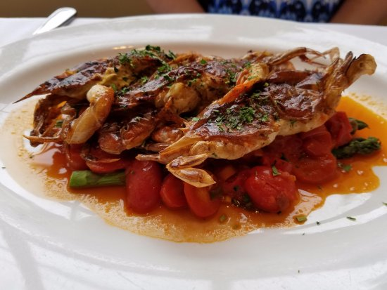 Roslyn, Νέα Υόρκη: Sauteed soft shelled crabs (3) served with roasted tomatoes and asparagus!