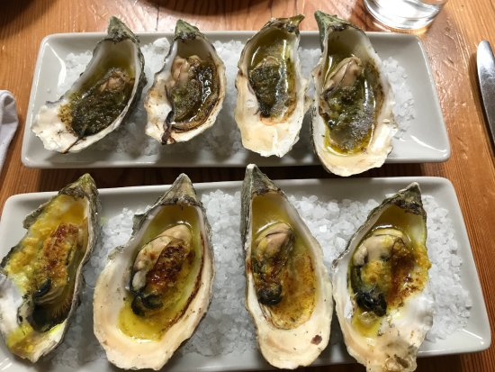 Inverness, Kalifornien: Broiled Oysters - Two Types