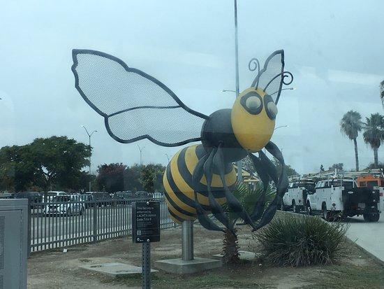 """Norwalk, Kalifornien: Escultura """"Big Busy Bee"""""""