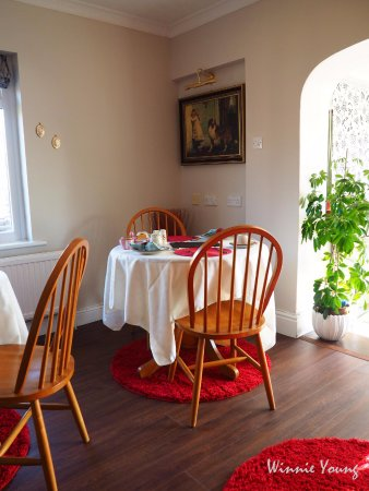Stay in Hay Vermont : cheerful room with wonderful setting