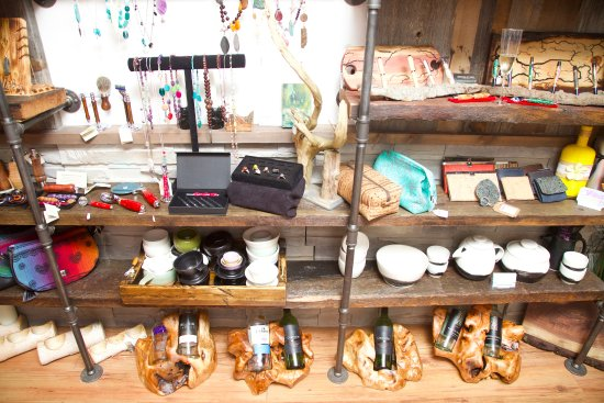 Pickering, Kanada: Shelves lined with Unique, Handcrafted gifts for you or loved ones!
