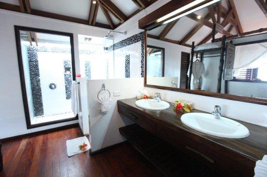 Rakiraki, Fiyi: Indoor and Outdoor Shower Honeymoon Bure