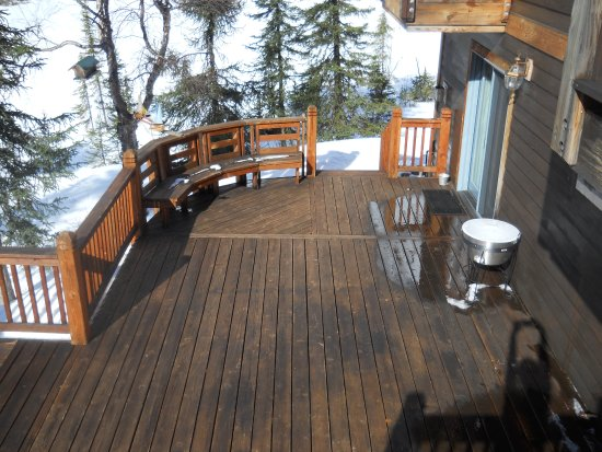 Moose Pass, Аляска: The back porch of the Inn at Tern Lake