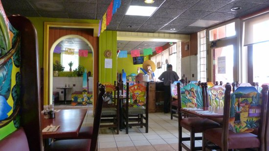Wellington, Kolorado: Cheery dining environment