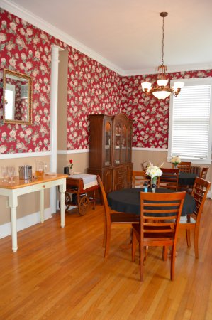 Fort Oglethorpe, GA: Dining area filled with the aromas of a wonderful chief, Ms. Stephanie!