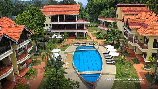 Anjungan Beach Resort: Balcony facing the pool