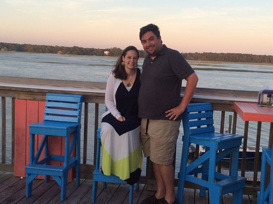 Shallotte, NC: Our daughter and son-in-law on the upper restaurant deck - nice view!