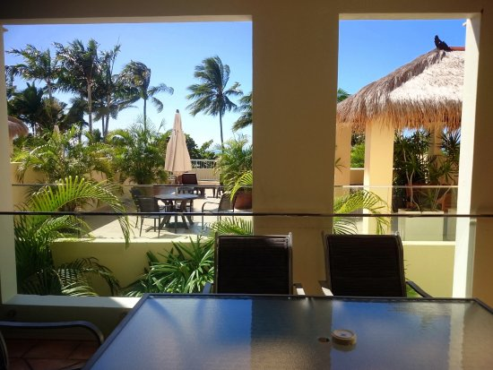 Sea Change Beachfront Apartments: Outside eating area and adjoining private deck with view of ocean.