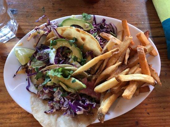 Terrebonne, Oregón: fish tacos ~ all three of them with tasty fries