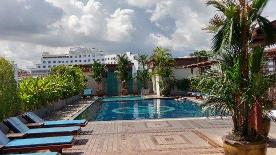 Baywalk Residence Pattaya: 7階屋上プールエリア
