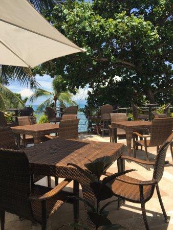 Oscar's Bar and Restaurant Malapascua: Un beau petit resto très bien situé ! Vue sur la mer et on est au 2 ème étage ! Service rapide e