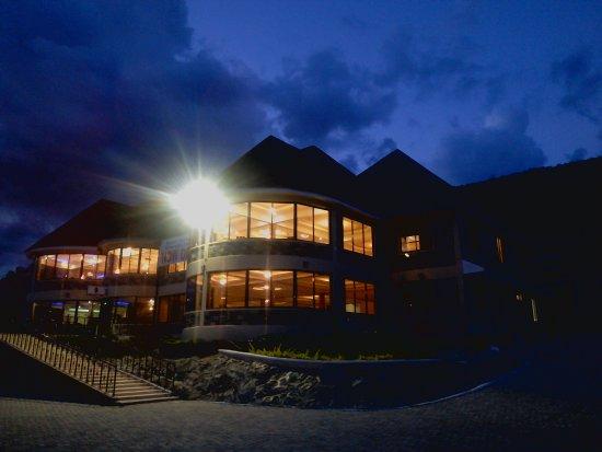 Epashikino Resort & Spa: Front View at Night