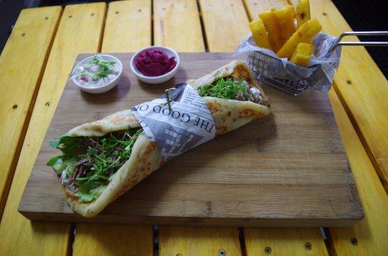 Waihi Beach, Nya Zeeland: Our World KItchens Greek Lamb Gyros, Herby Polenta Chips and house beetroot hummus & Tzatziki